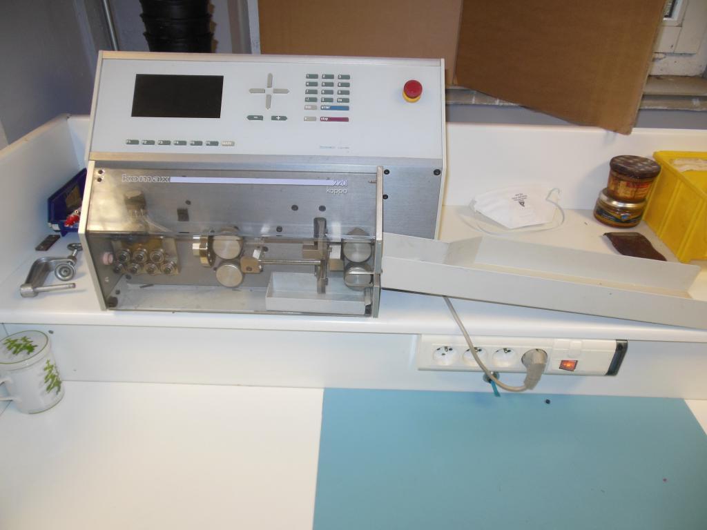 Automatic cut and strip machine